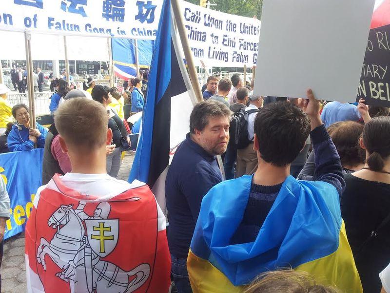 """Протест під ООН: Путін """"об'єднав"""" народи (фоторепортаж)"""