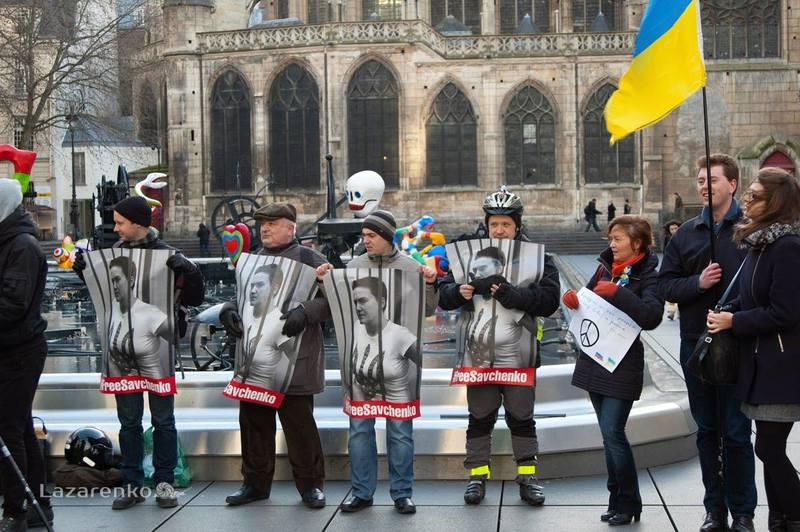 Ексклюзив UAPost: мітинг на підтримку Надії Савченко в Парижі