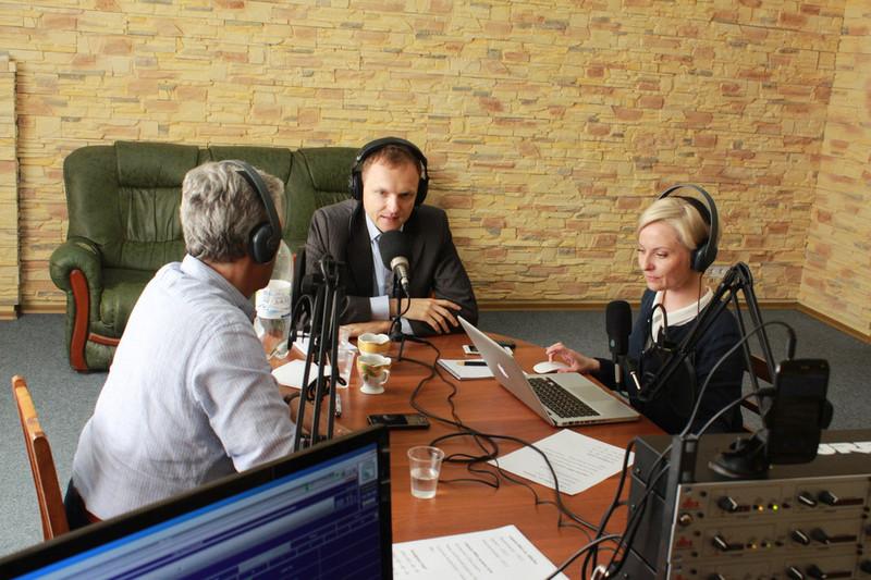 Американці допомогли створити українське військове радіо на Донбасі
