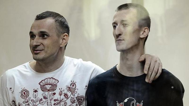 Сенцов і Кольченко в залі суду заспівали Гімн України (відео)