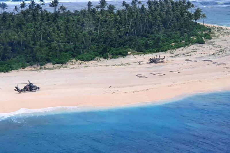 У Тихому океані рятувальники виявили зниклих моряків за написом SOS на піску