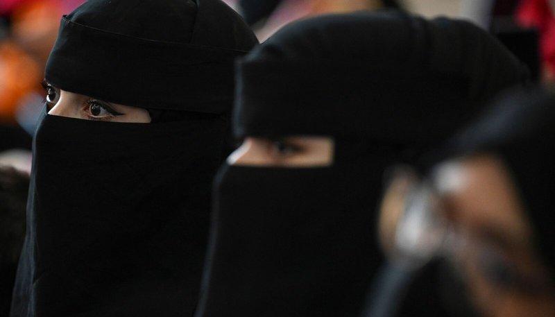 «Талібан» заборонив жінкам і чоловікам вчитися разом в університеті