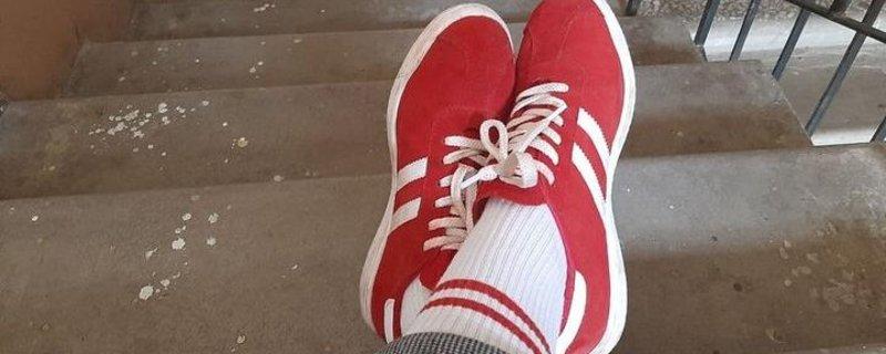 Суд Мінська оштрафував жінку за біло-червоні шкарпетки