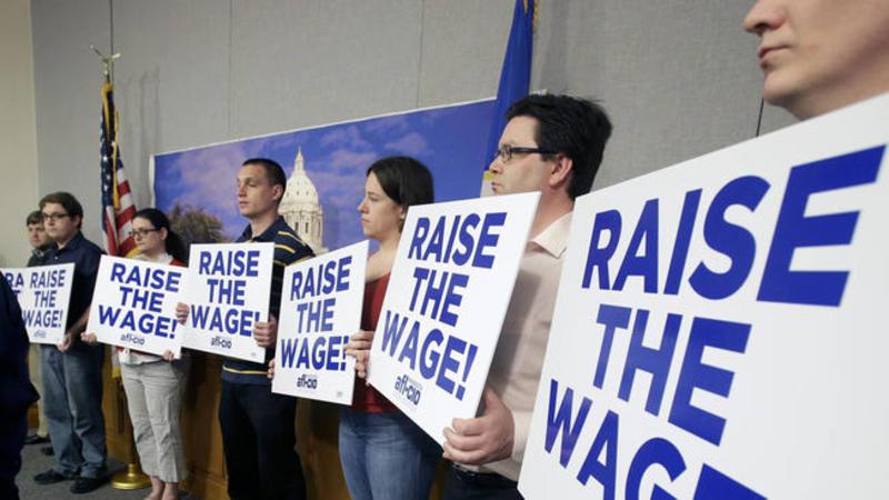 Виборці Іллінойсу затвердили питання про підвищення мінімуму оплати праці на референдумі