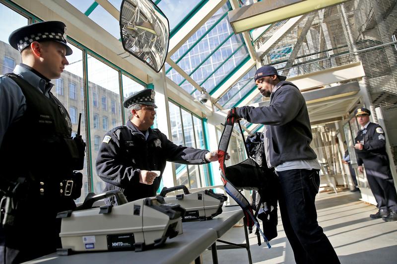 На міських електричках Чикаго будуть перевіряти сумки пасажирів