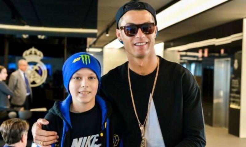 Роналду зустрівся з українським хлопчиком, хворим на лейкемію