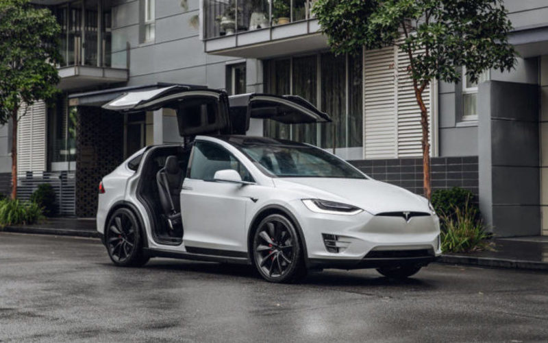 США вимагають від Tesla відкликати 158 000 авто: причина