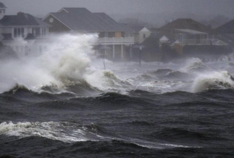 """Українцям у США дали поради через наближення урагану """"Селлі"""""""