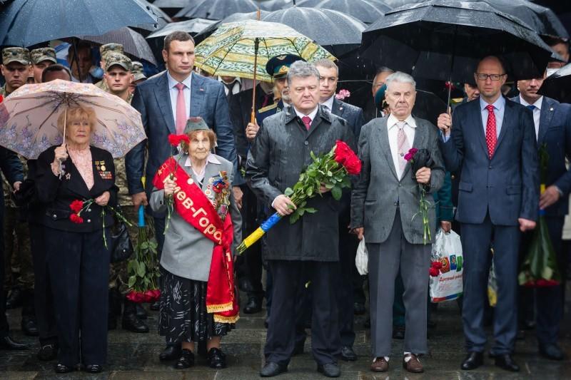 Порошенко вшанував пам'ять жертв війни в Україні