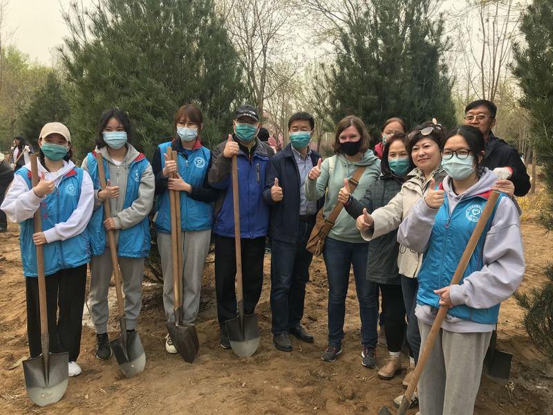 Посольство України у Китаї долучилося до «Озеленення планети»
