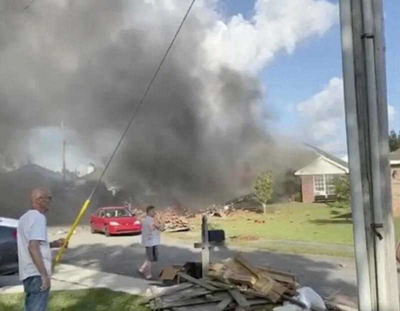 У США військовий літак впав біля житлових будинків, є загиблі