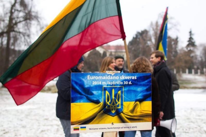 Lithuanians want to rename public square in front of Russian embassy by name of Euromaidan