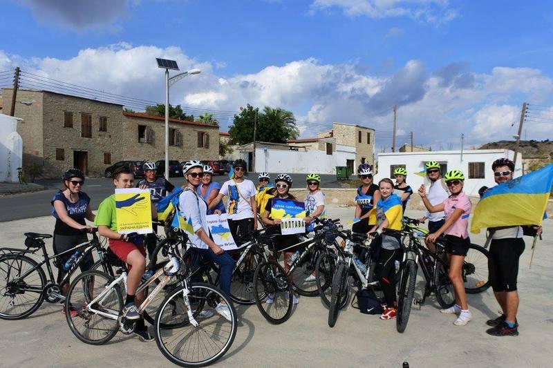 """На Кіпрі відбувся """"синьо-жовтий"""" велопробіг"""