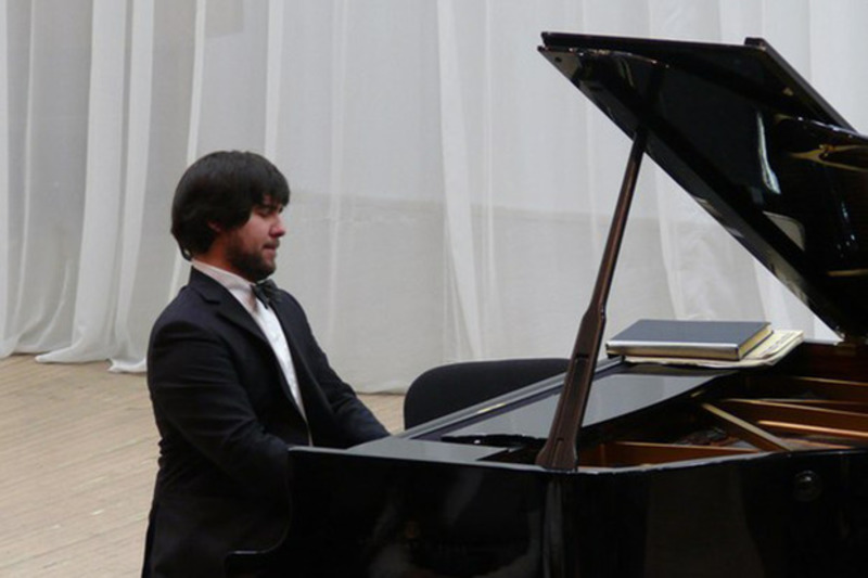 У США вбили двох маленьких доньок українського піаніста