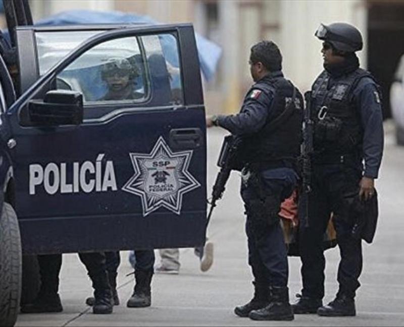 У Мексиці позашляховик протаранив кафе, 7 людей поранено
