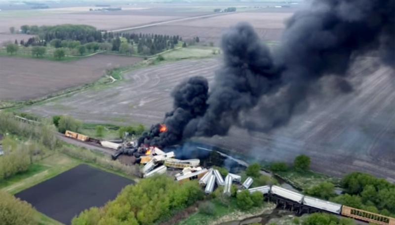 В Айові зійшов з рейок і загорівся потяг з хімікатами