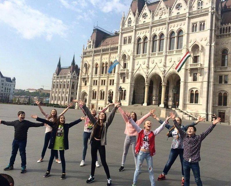 Українські школярі заспівали пісню про мир у парламенті Швейцарії (відео)
