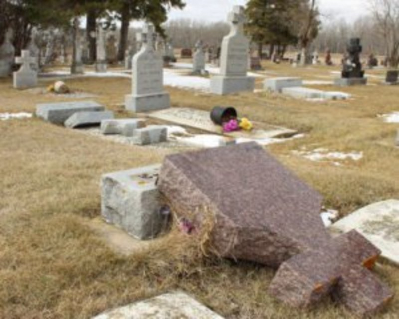 У Канаді понищили могили українців