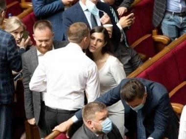 Парламент заборонив депутатам брати на роботу дружин, чоловіків чи інших родичів