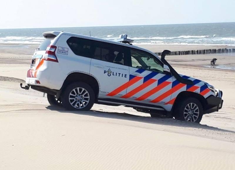 """У Нідерландах на пляж викинуло кокаїн: місцеві """"рвонули"""" його шукати"""