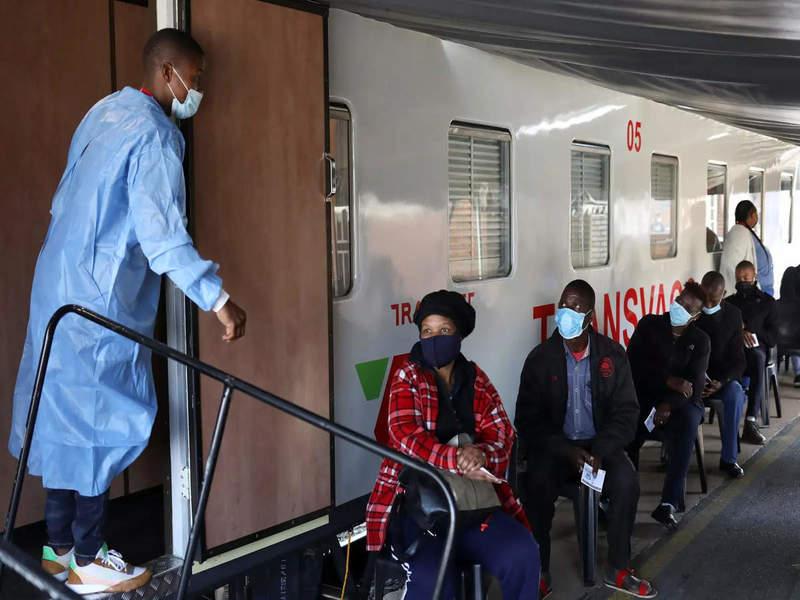 "Південна Африка запустила ""поїзд вакцинації"""