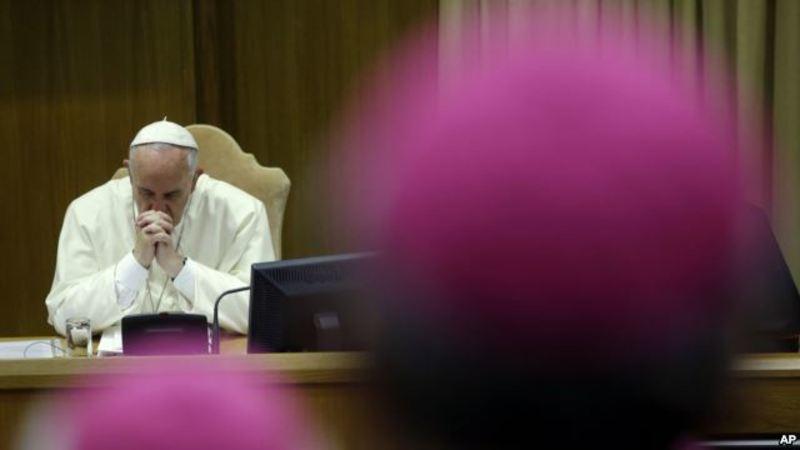 Ватикан закликає до милосерднішого ставлення до геїв