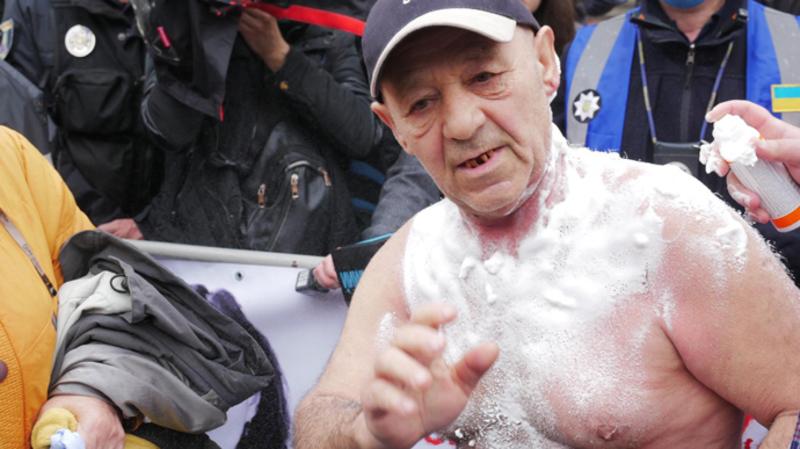 Протести у Києві. Чоловік підпалив себе під Верховною Радою - відео