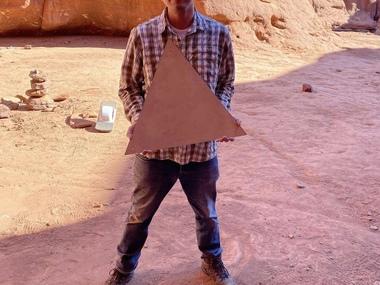 В американській пустелі вже прибрали загадковий металевий моноліт