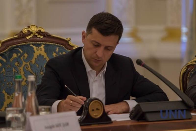Зеленський підписав закон про компенсацію за затримані зарплати та пенсії