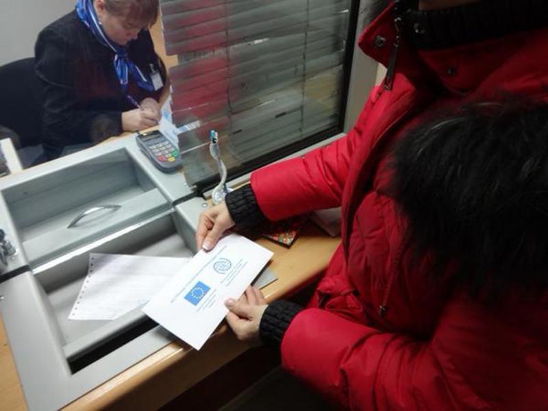 Біженці в Харкові отримали перші гроші від Євросоюзу
