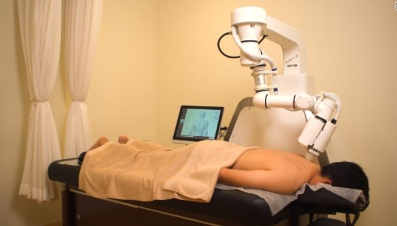 У Сінгапурі розробили робота-масажиста зі штучним інтелектом