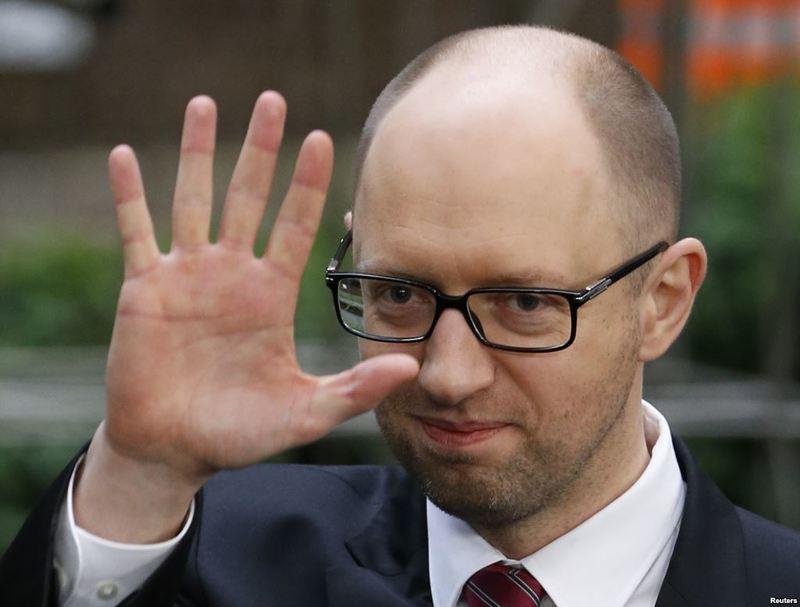 """Яценюк пообіцяв збільшити зарплату слідчим, які борються проти """"корупційної мафії"""""""