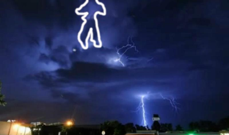 У США під час грози в небі з'явився міраж танцюючого Майкла Джексона