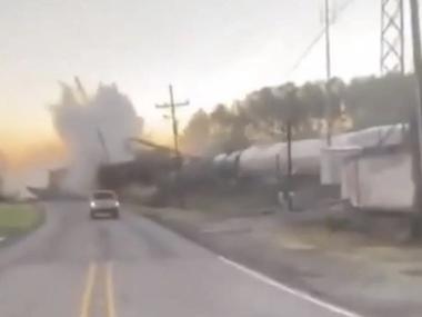 У США з рейок зійшов 25-вагонний потяг із нафтопродуктами