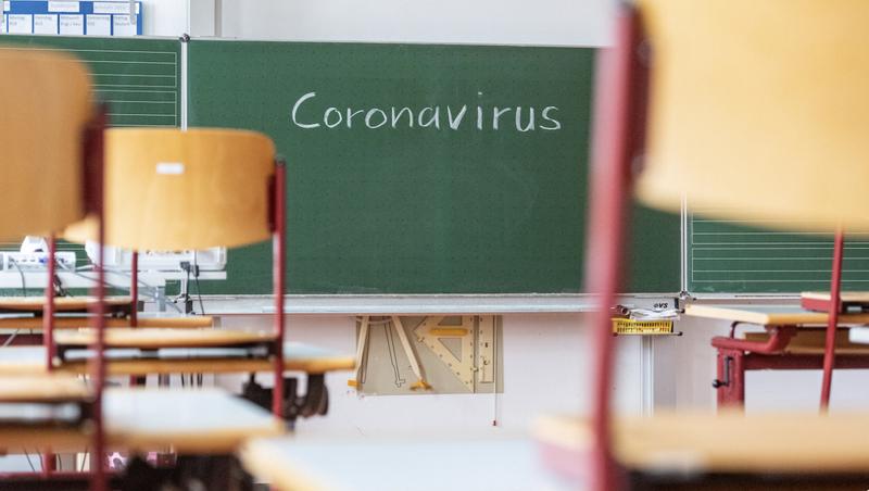 Влада Іллінойсу приховує спалах COVID-19 у школах