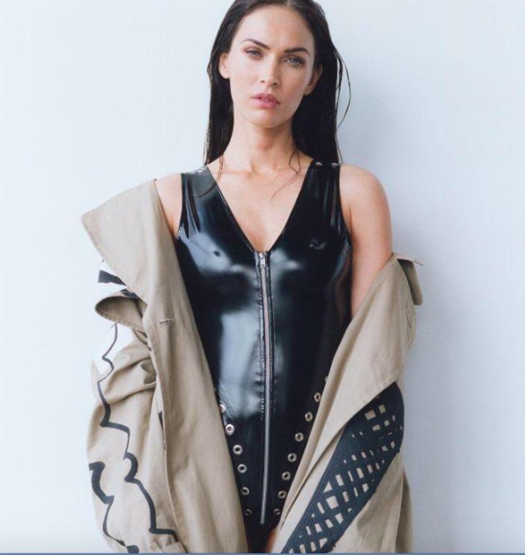 Кінозірка сфотографувалася в пальті української дизайнерки