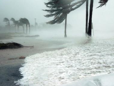 На Філіппінах вирує тайфун «Сурігай» - 60 тисяч осіб евакуювали