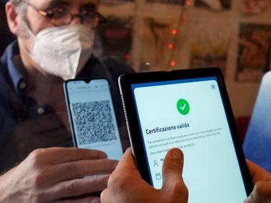 Італія першою в Європі запроваджує COVID-паспорти для всіх працівників