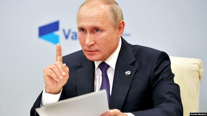 Путін вперше висловився про отруєння Навального
