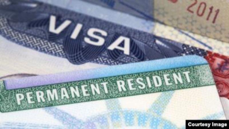 """У Міграційної служби США закінчуються гроші - менше людей подаються на візи і """"зелені картки"""""""