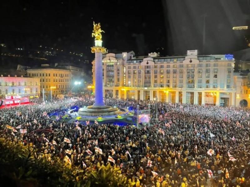 У Тбілісі тисячі людей вийшли на підтримку Саакашвілі, перекрито низку вулиць