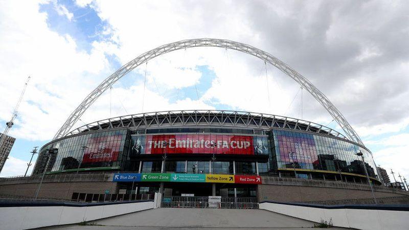 Велика Британія тестуватиме «COVID-паспорти» на футбольних матчах та концертах