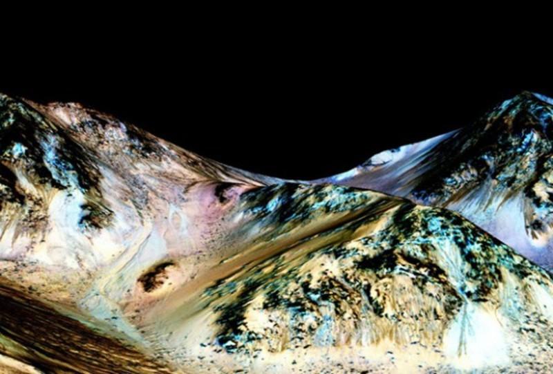 Сенсація! Вчені знайшли на Марсі рідку воду