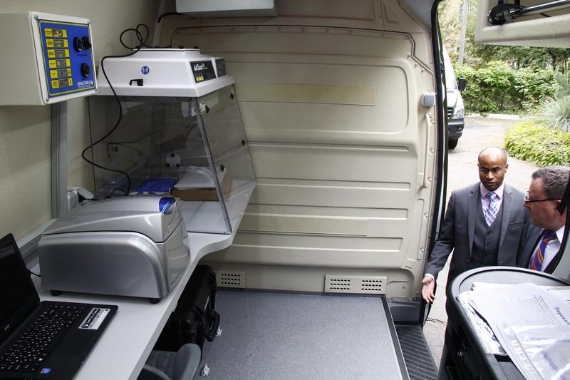 США передали Україні три обладнані мобільні лабораторії