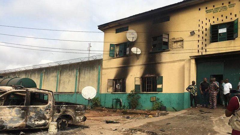 У Нігерії внаслідок нападу на тюрму втекли понад 1800 в'язнів