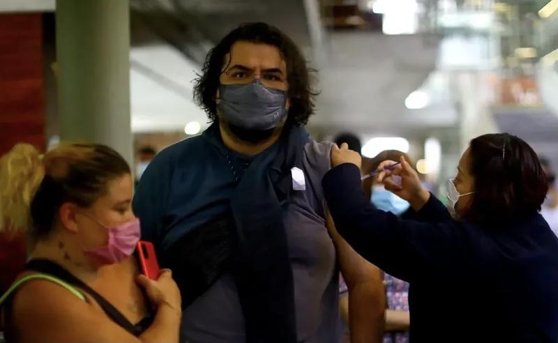 Канада віддасть іншим країнам майже 18 млн вакцин від коронавірусу