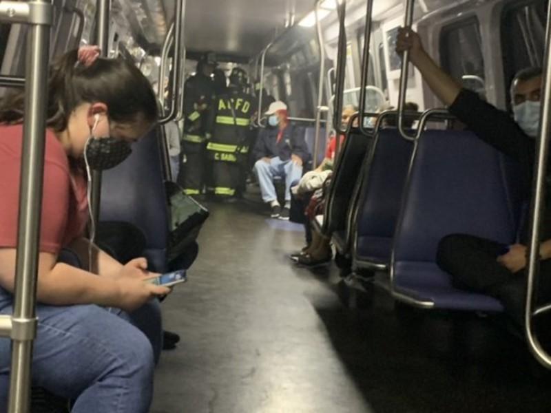 У Вашингтоні вагон метро зійшов із рейок: люди сиділи у темряві понад годину