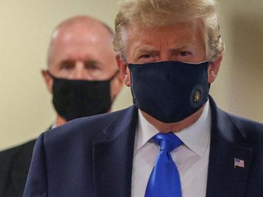Дональд Трамп уперше з'явився у захисній масці