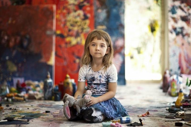 В Австралії живе наймолодша у світі художниця, яку порівнюють з Пікассо