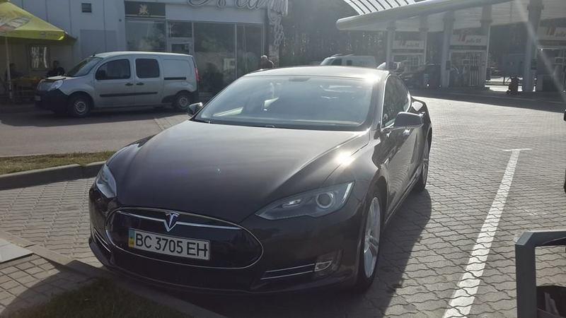 Український рекорд Tesla: зі Львова до Києва - без підзарядки